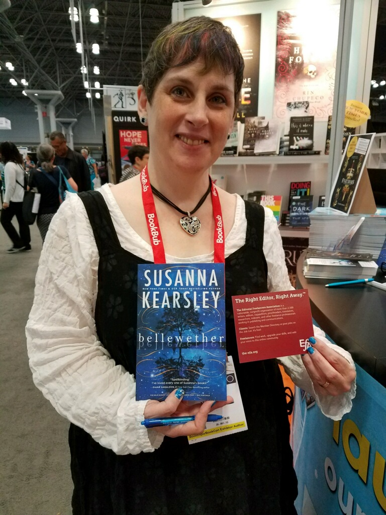 author-susanna-kearsley-with-efa-card