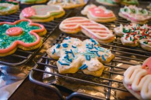 baked-baking-christmas-cookies-752499