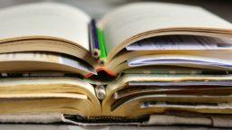 ct2_books-2158737_1920